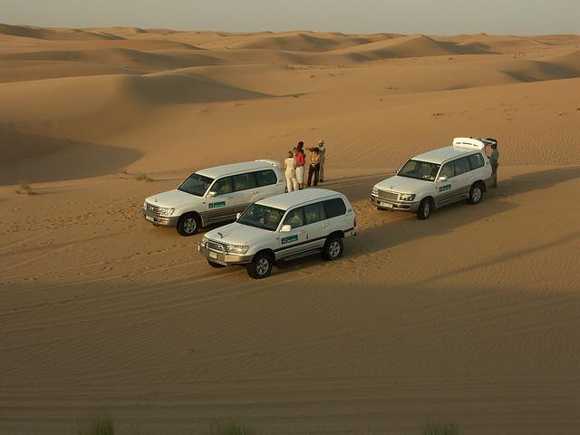 poušť čtyřkolka džípy